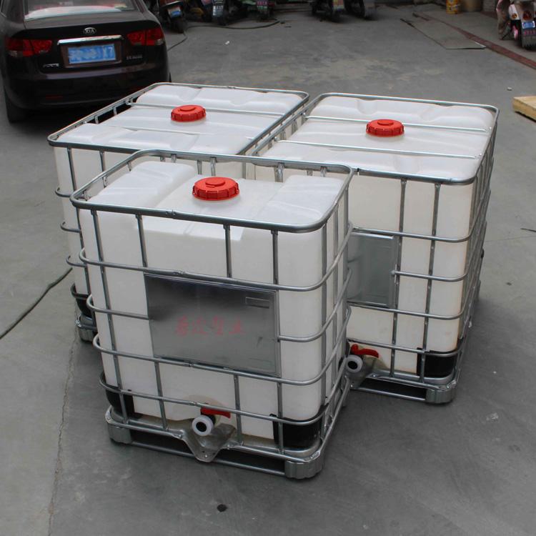 IBC集装桶 吨桶 千升桶 1000L化工桶厂家 热线:17317890902 在线QQ:251240982 产品技术规格: 1. 产品名称:钢塑复合中型散装容器(简称IBC桶;IBC吨桶); 2. 产品编码:SHZLIBC-1000L; 3. 产品重量:40kg±500g; 4. 公升容量:500L; 5. 满口容量:500L±5L; 6.