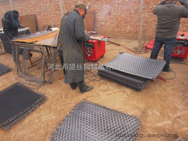 钢笆片_建筑脚手架用新型脚踏网_菱形孔钢笆网片厂家