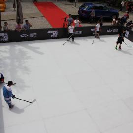仿真冰板假冰板 假冰溜冰板围栏挡板造价低易维护优势显著