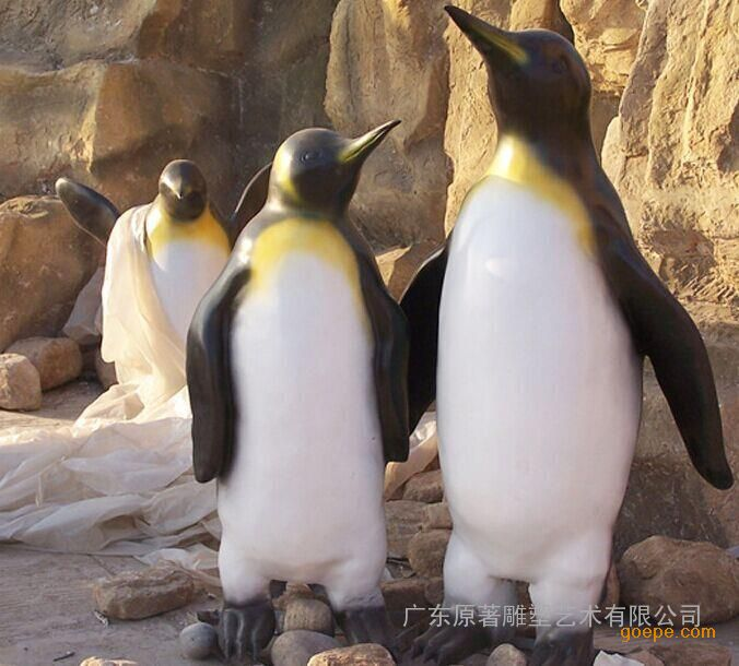 原著订做卡通动物雕塑 企鹅园林美陈景观雕塑摆件