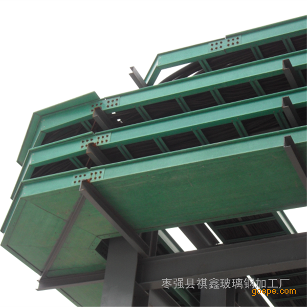 大型多层桥架吊装时,应尽量采用工字钢立柱两侧对称敷设.图片