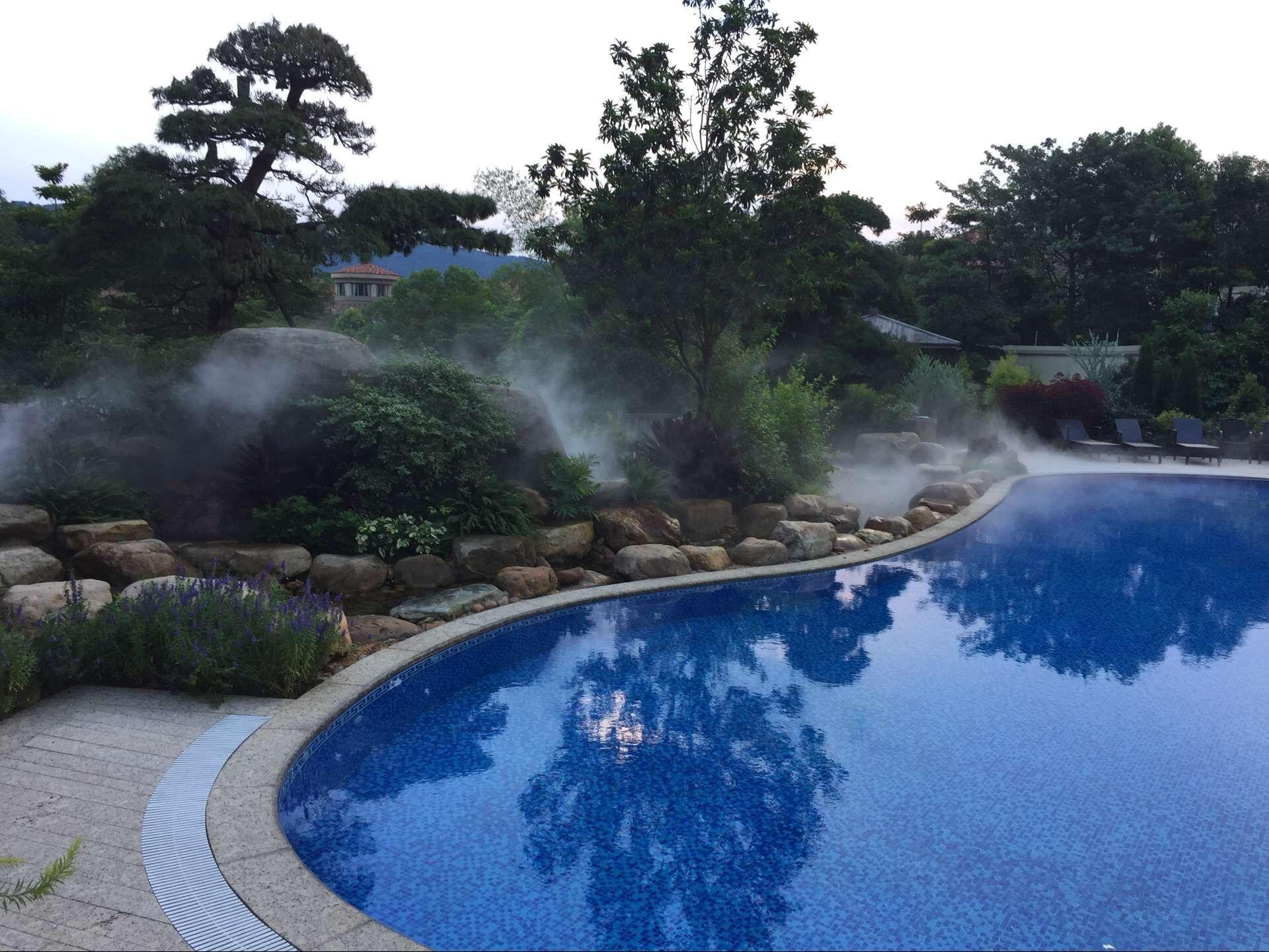荣纯水设备有限公司 产品展示 景观造雾 温泉景观造雾 > 温泉景观雾森