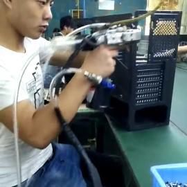 胜盈自动专业提供 自动上料拉铆机 自动铆钉机 自动上料拉钉机