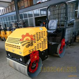 3吨座驾式压路机压实沟槽效率高3吨全液压柴油压路机经久耐用