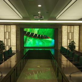 LED屏幕P2高清级 4×2米会议室背景墙P2显示屏多少钱