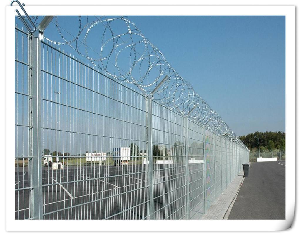 河南*新供应信息低碳钢丝��塑护栏网机场防护网美观大方抗老化