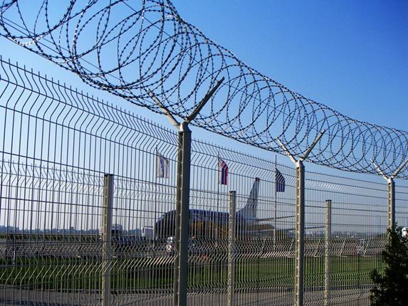 河南最新供应信息低碳钢丝��塑护栏网机场防护网美观大方抗老化