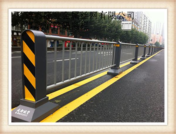 四川交通设施围栏 道路临时隔离围栏 交通移动围栏