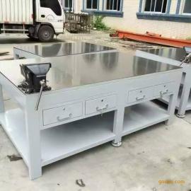 定做重型钳工台 焊接钢板台虎钳工作桌 1500*2000*800 白色漆