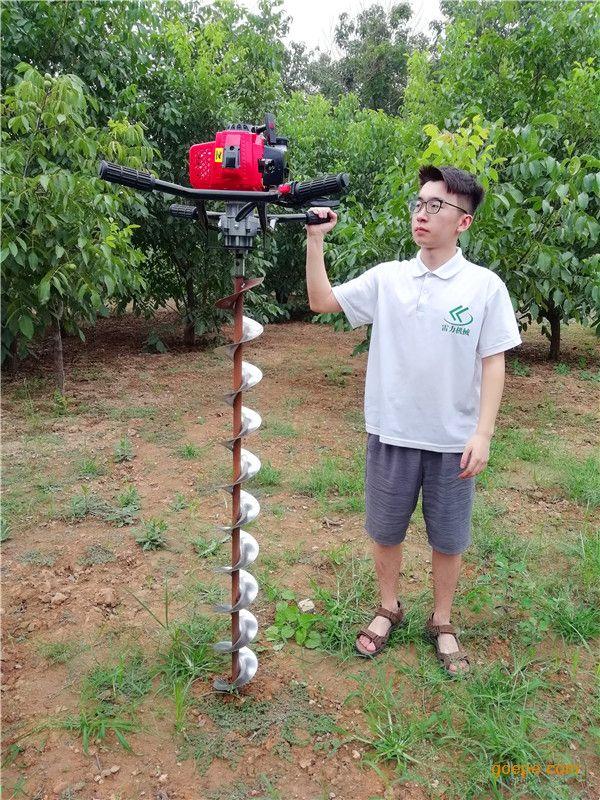 使用雷力手扶式电线杆挖坑机让钻孔变得轻松又快速