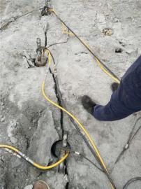 人工湖开挖大石头用愚公斧劈裂棒