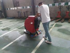 物业保洁清洗地下车库灰尘泥渍油污用手推式电动洗地机
