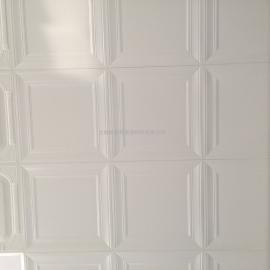 豪瑞铝扣板表面覆膜,减免了水与铝材的直接接触,耐久性强