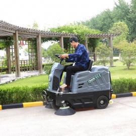 方向盘骑式清扫车环卫马路扫地机驾驶式小型工厂用扫路车喷水式