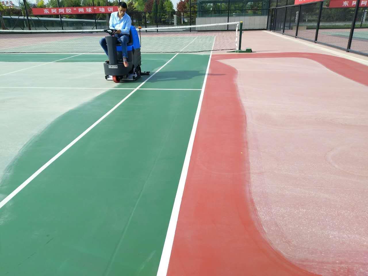 学校羽毛球场清洗橡胶地面用驾驶式电动清洗车