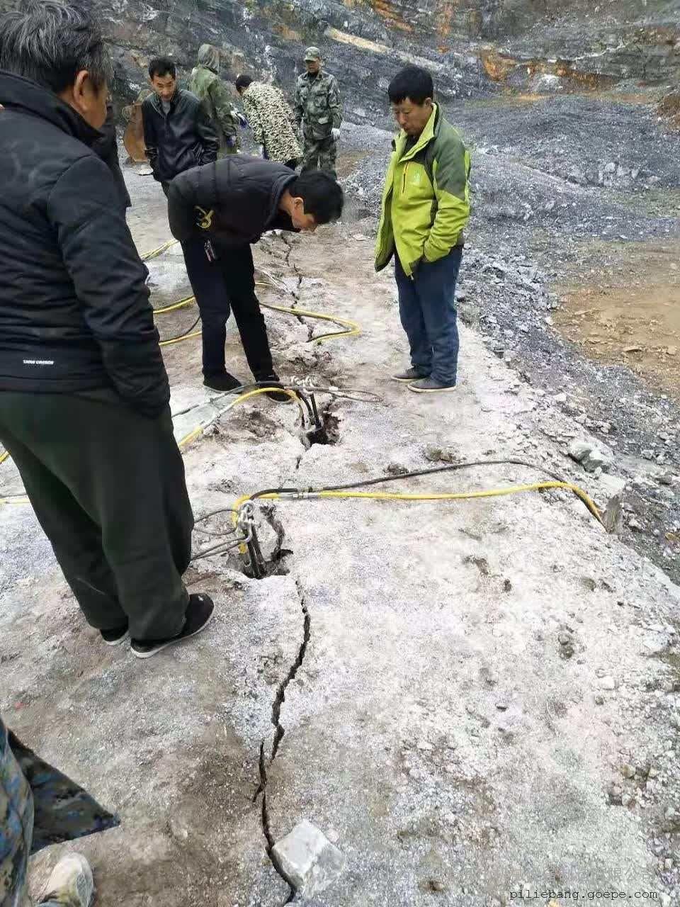 石灰岩建设开采劈裂器