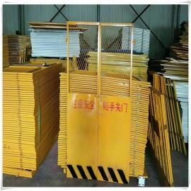 安平晟护厂卖电梯防护门 基坑护栏网 电梯安全们用途是什么
