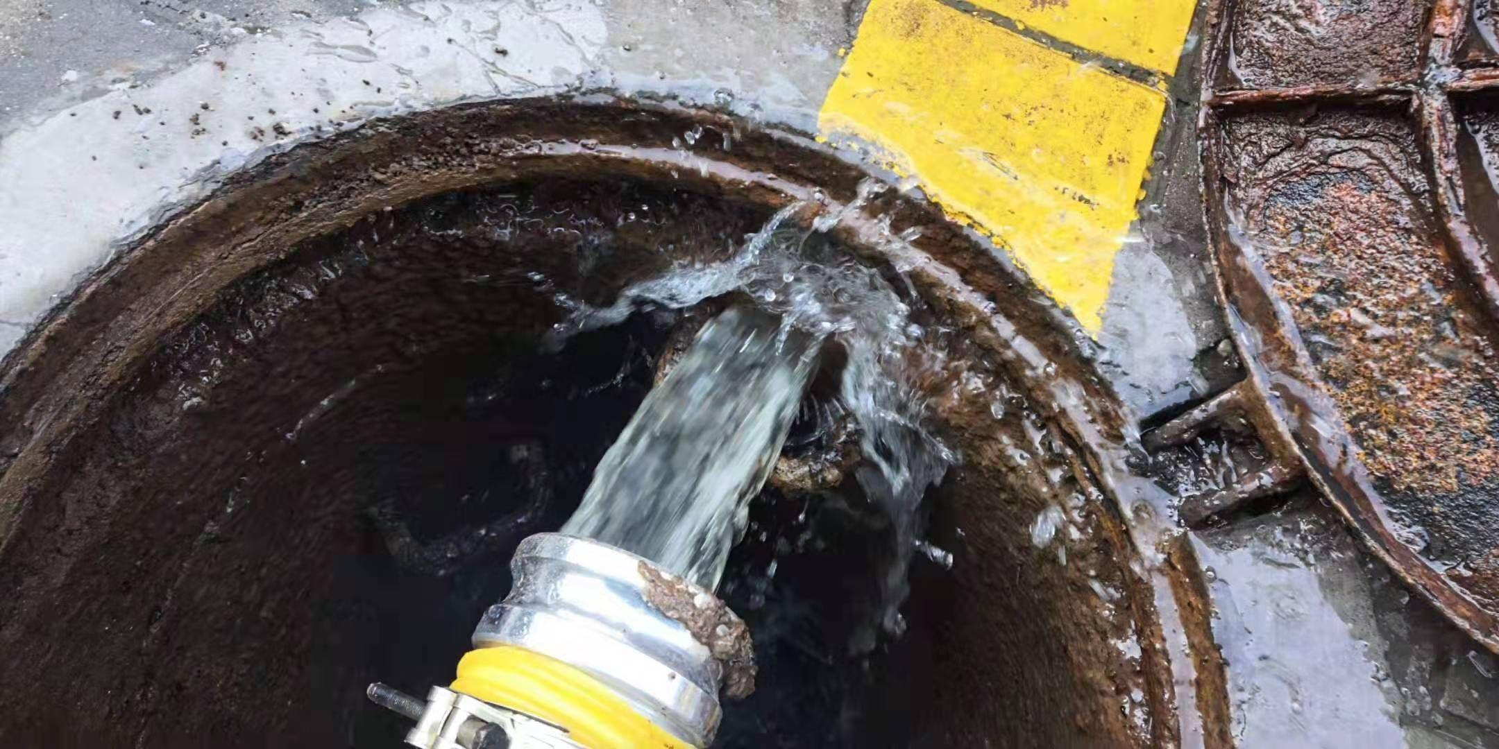 新型化粪池干湿分离吸粪车 变废为宝环保新方向