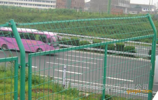 公路护栏网安装时的注意事项