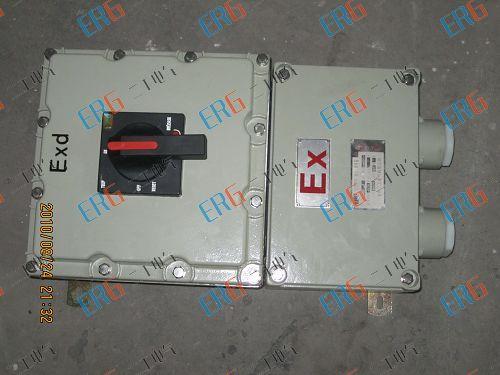内装高分断小型漏电断路器或塑壳式漏电断路器,通过操作防爆客体外