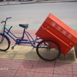 人蹬三轮垃圾车