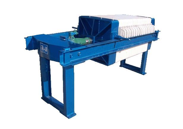 > 千斤顶压紧板框压滤机   1,压滤机由机架,滤板,压紧系统(手动,液压