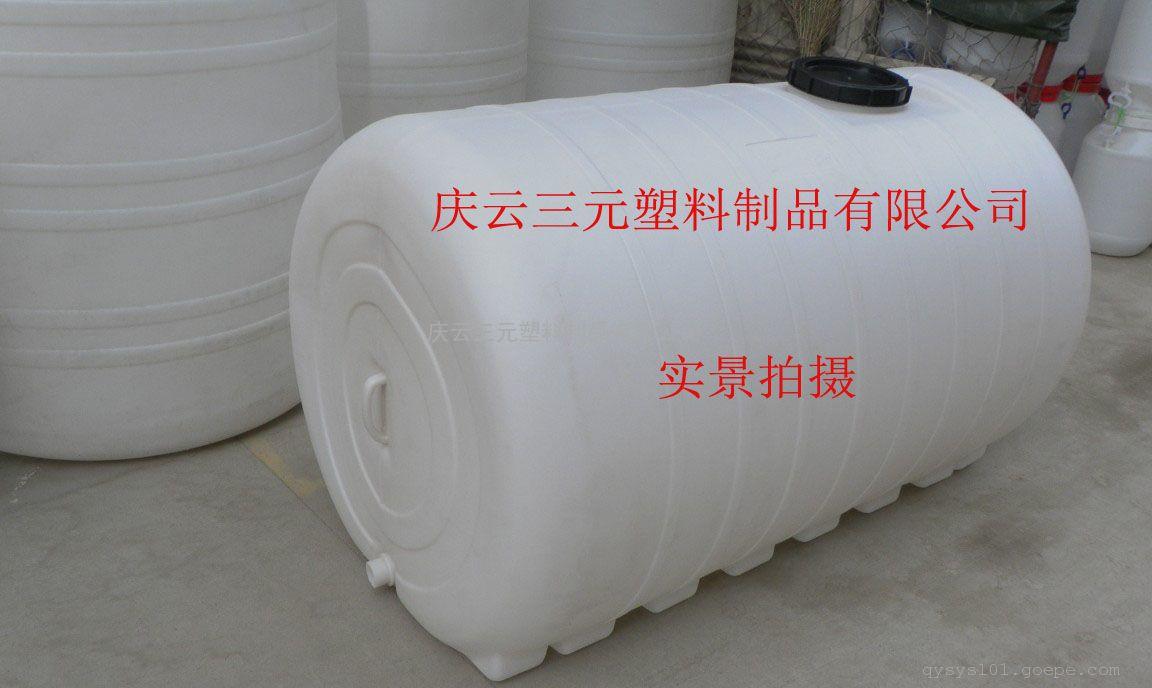材 质:100%全新进口食品级LLDPE线性低密度聚乙烯 简 介:本产品引用具有国际先进水平的ROTATION(旋转成型)的技术,采用优质进口食品级PE塑胶原料,生产出品种规格全、造型美而且具有杀菌、抗菌、不长水藻的高效能产品——无菌水箱,并专业生产大型、超大型一次成型塑胶容器及承接各种奇特异型的滚胶制品的生产研制和开发。优质全新塑料生产,无毒无害,质量可靠,坚固耐用,耐磨、耐酸、耐碱、温度适用范围广、抗冲击性强等优点,方便运输操作,美观大方,卫生,易清洁。 应 用:食品、日用、化