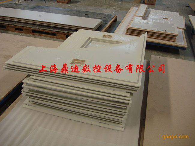 美国麦迪克康贝特雕刻机可加工板材: 具体包括: 工程塑料(PP, PVC, PB, PE板) 、有机玻璃(亚克力板)、导光板、铝板、铜板、铝单板、铝合金板、铝蜂窝板、康贝特板、抗倍特板、千思板、理化板、富美家板、威盛亚板、防火板、绝缘材料板(层压纸板、层压木板、环氧板) 、玻璃钢(碳纤维材料)、多层板(层压板)、刨花板(三聚氰胺板) 、软木、硬木、代木、密度板(MDF) 、铝塑板、人造石板等材料。 5000系列标配: ·X轴采用双电机同步驱动 ·高强度钢管焊接机体 &middo