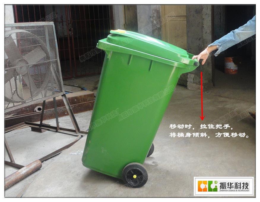 塑料垃圾桶的除臭技巧:把垃圾桶的底部铺上一层报纸