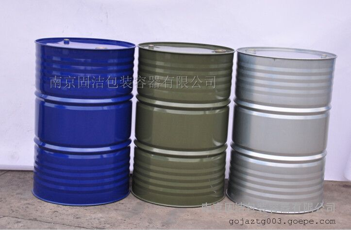 200L铁桶 (1)、铁桶介绍 我公司主要生产200L、208L升开口桶、闭口桶、烤漆桶、镀锌桶。该产品为国家标准(GB/T 325 2000)闭口钢桶,使用优质冷轧板经冲压、缝焊、喷涂等工序加工而成,质量可靠。广泛用于盛装石油、化工、农药、染料、医药、香料、食品、树脂、润滑油、涂料、化工冶金等行业。 (2)、铁桶参数 200L铁桶参数 型号 GJ200d 直径 560(mm) 高度 890mm 品牌 固洁 产商 南京固洁 材质 冷轧钢板 外观 蓝色 壁厚 0.