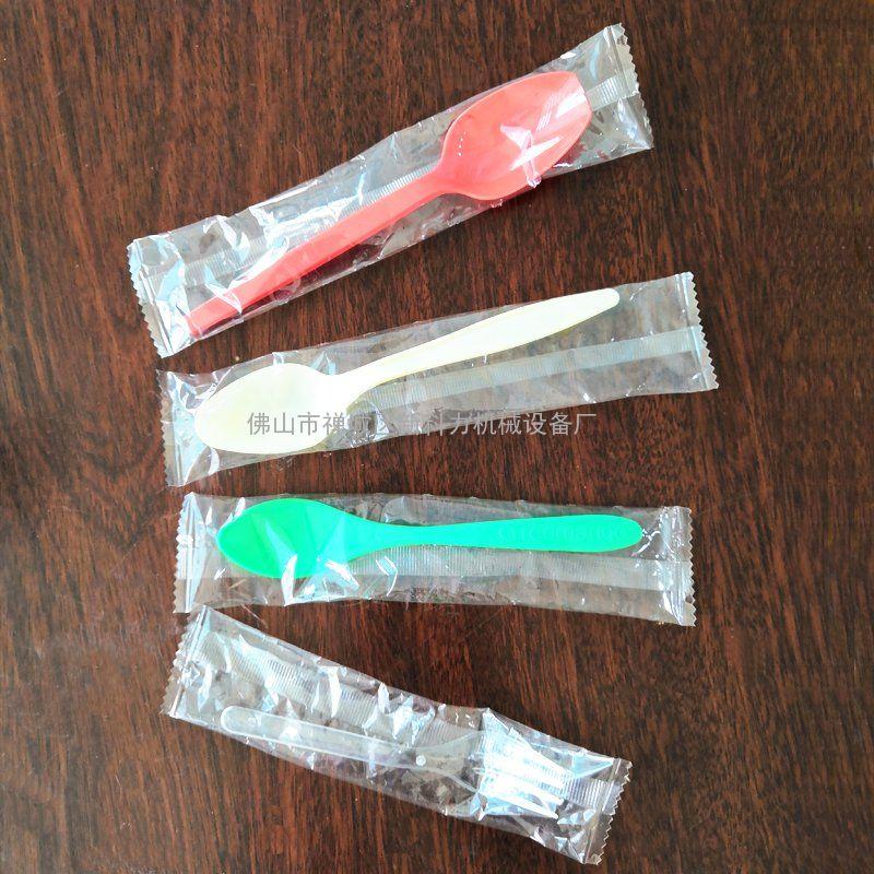 新科力枕型月饼刀叉 挖百香果塑料小勺自动包装机